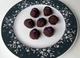 Astelpaju-õunatrühvlid valge šokolaadiga